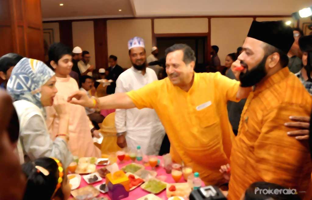 Indresh Kumar during an iftaar party Published on  Mon, Jun 4 2018. Rashtriya Swayamsewak Sangh (RSS) leader Indresh Kumar during an iftaar party in Mumbai on June 4, 2018.